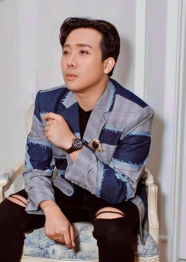 """MC Trấn Thành biến hóa phong cách """"cưa sừng làm nghé"""" với mái tóc """"ngố tàu"""" - Ảnh 2"""