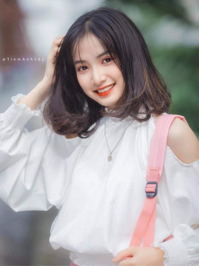 Nữ sinh Nam Định sở hữu nét đẹp đậm chất Á Đông, nụ cười tỏa nắng luôn thường trực trên môi - Ảnh 2