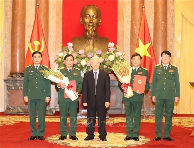 Tổng Bí thư, Chủ tịch nước trao Quyết định thăng quân hàm cho hai tướng lĩnh Quân đội - Ảnh 1