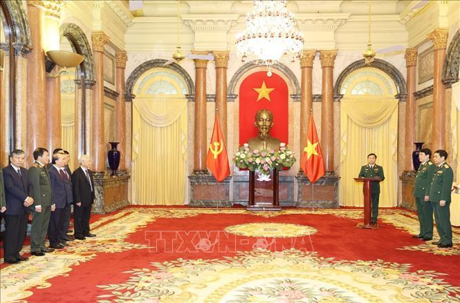 Tổng Bí thư, Chủ tịch nước trao Quyết định thăng quân hàm cho hai tướng lĩnh Quân đội - Ảnh 2