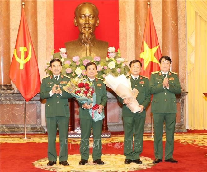 Tổng Bí thư, Chủ tịch nước trao Quyết định thăng quân hàm cho hai tướng lĩnh Quân đội - Ảnh 4