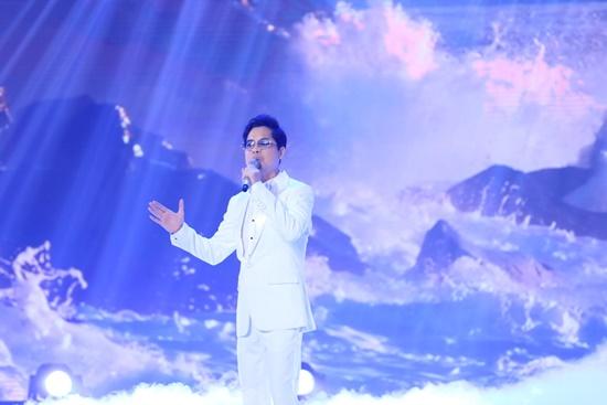 """Ngọc Sơn mang thời hoàng kim của ông hoàng nhạc sến trở lại sân khấu """"Bài Hát Đầu Tiên"""" - Ảnh 1"""