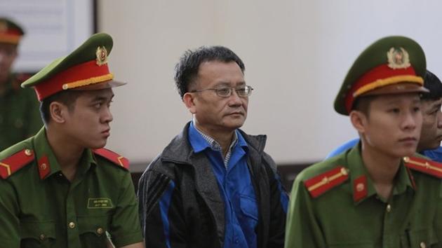 Tòa án bác kháng cáo, tuyên y án chủ mưu vụ gian lận điểm thi tại Hòa Bình - Ảnh 1