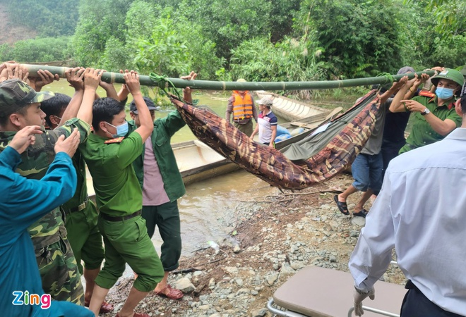 Vụ sạt lở thủy điện Rào Trăng 3: Phát hiện thêm 1 thi thể công nhân nằm dưới lớp đất đá - Ảnh 1