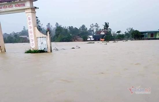 Thủy điện ở Nghệ An đồng loạt xả lũ, người dân ôm đồ di tản trong đêm - Ảnh 3