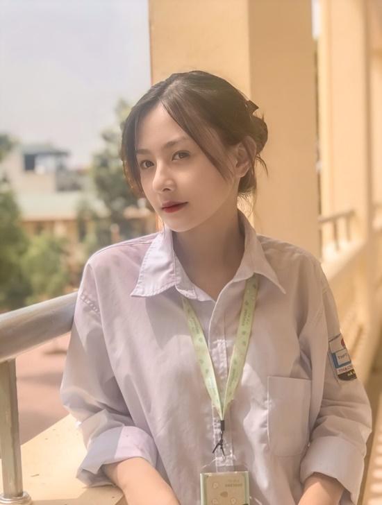 """Dân mạng """"mệt tim"""" với loạt ảnh diện đồng phục của nữ sinh Hà Nội: Crush quốc dân là đây chứ đâu - Ảnh 2"""