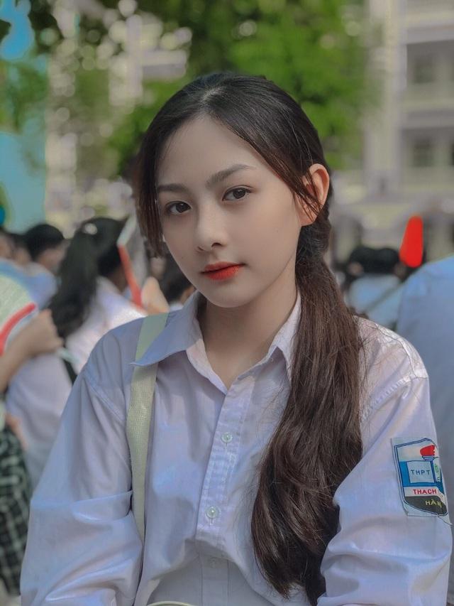 """Dân mạng """"mệt tim"""" với loạt ảnh diện đồng phục của nữ sinh Hà Nội: Crush quốc dân là đây chứ đâu - Ảnh 3"""