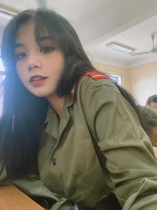 """Dân mạng """"mệt tim"""" với loạt ảnh diện đồng phục của nữ sinh Hà Nội: Crush quốc dân là đây chứ đâu - Ảnh 8"""