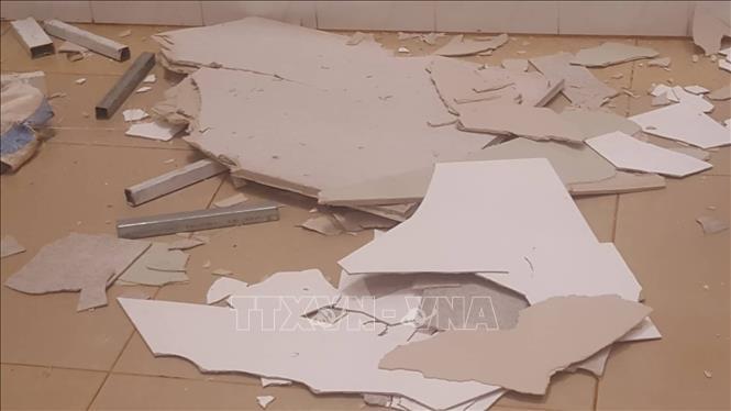 Trần thạch cao bất ngờ sập tại bệnh viện nghìn tỷ, nhiều bệnh nhân hốt hoảng bỏ chạy - Ảnh 1