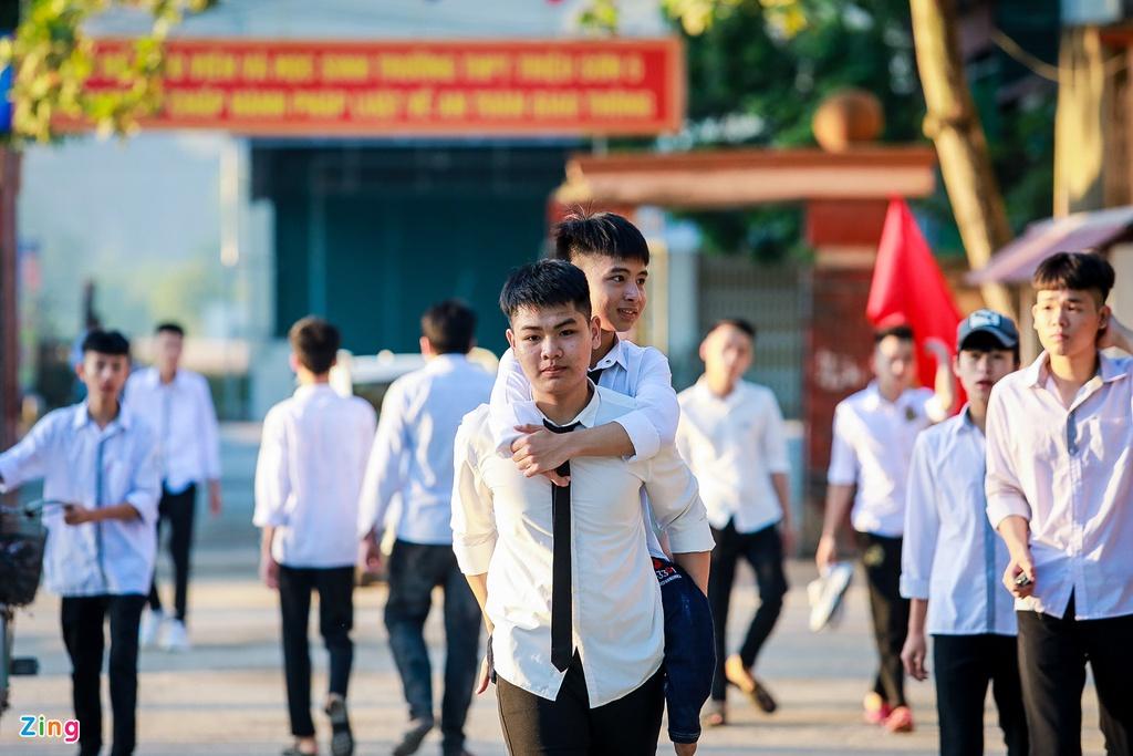 """Nam sinh 10 năm cõng bạn đến trường: """"Dù ĐH Y Hà Nội có đặc cách, em cũng xin từ chối"""" - Ảnh 3"""