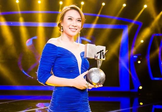 """Những sao Việt từng là thủ khoa đầu vào đại học: Nam ca sĩ """"hot"""" nhất showbiz chỉ mất 1 tháng để ôn thi - Ảnh 6"""