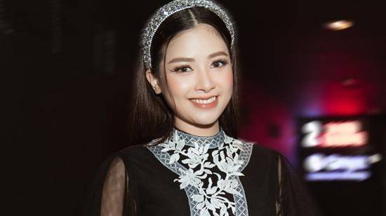 """Những sao Việt từng là thủ khoa đầu vào đại học: Nam ca sĩ """"hot"""" nhất showbiz chỉ mất 1 tháng để ôn thi - Ảnh 5"""