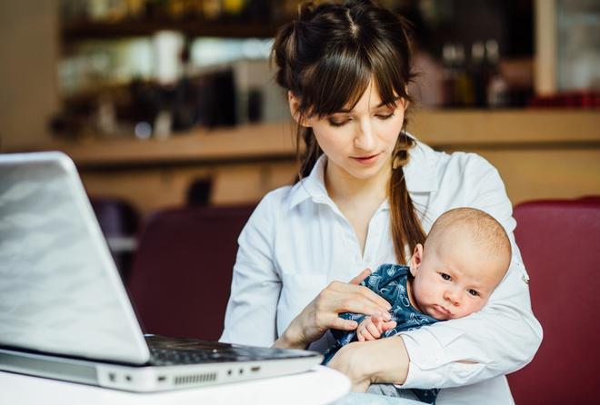 Từ chối để sinh viên cho con bú trong giờ học online, giáo sư phụ trách phải viết thư xin lỗi - Ảnh 1