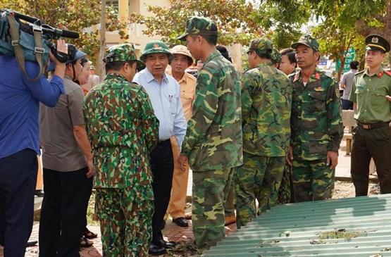Thủ tướng thị sát, chỉ đạo khắc phục hậu quả bão lũ - Ảnh 5