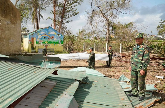 Thủ tướng thị sát, chỉ đạo khắc phục hậu quả bão lũ - Ảnh 7