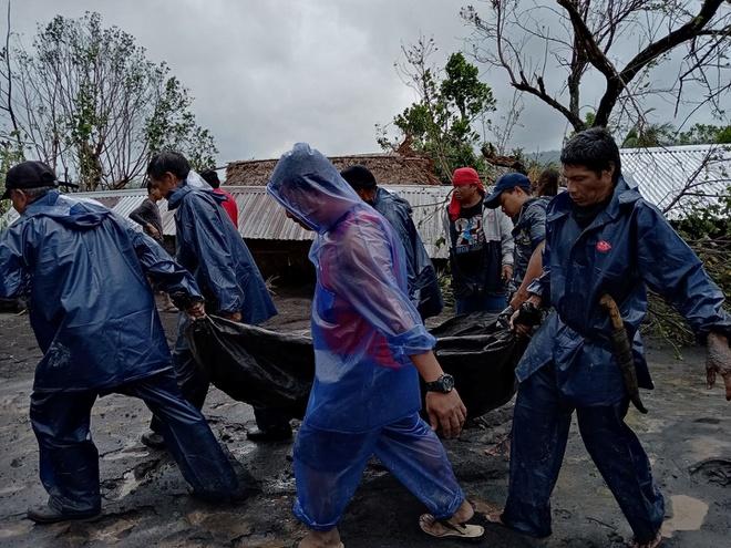 Siêu bão Goni đổ bộ Philippines: Rùng mình vì cảnh vỡ đê, làng mạc bị nhấn chìm - Ảnh 2