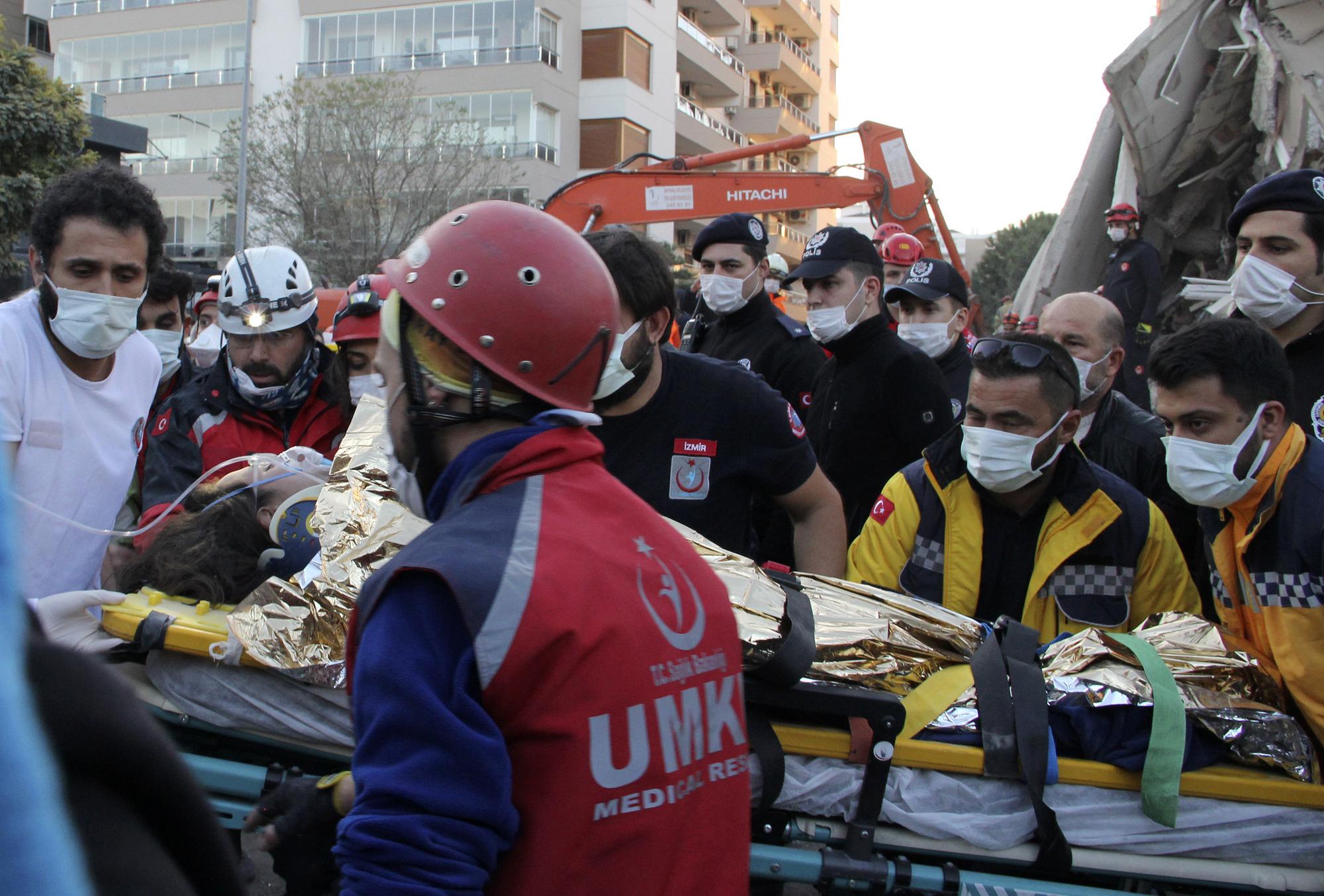 Động đất tại Thổ Nhĩ Kỳ, hơn 40 người thiệt mạng, gần 900 người bị thương - Ảnh 1
