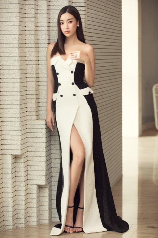 """Hoa hậu Tiểu Vy diện đầm xuyên thấu khoe nhan sắc đỉnh cao nhưng bị  """"soi"""" ra điểm """"kỳ lạ"""" này - Ảnh 4"""
