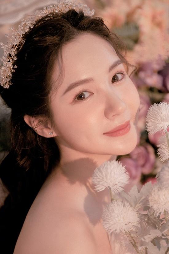 Nhan sắc ngọt ngào của nữ sinh học viện Tài chính giữa rừng hoa dã quỳ - Ảnh 9