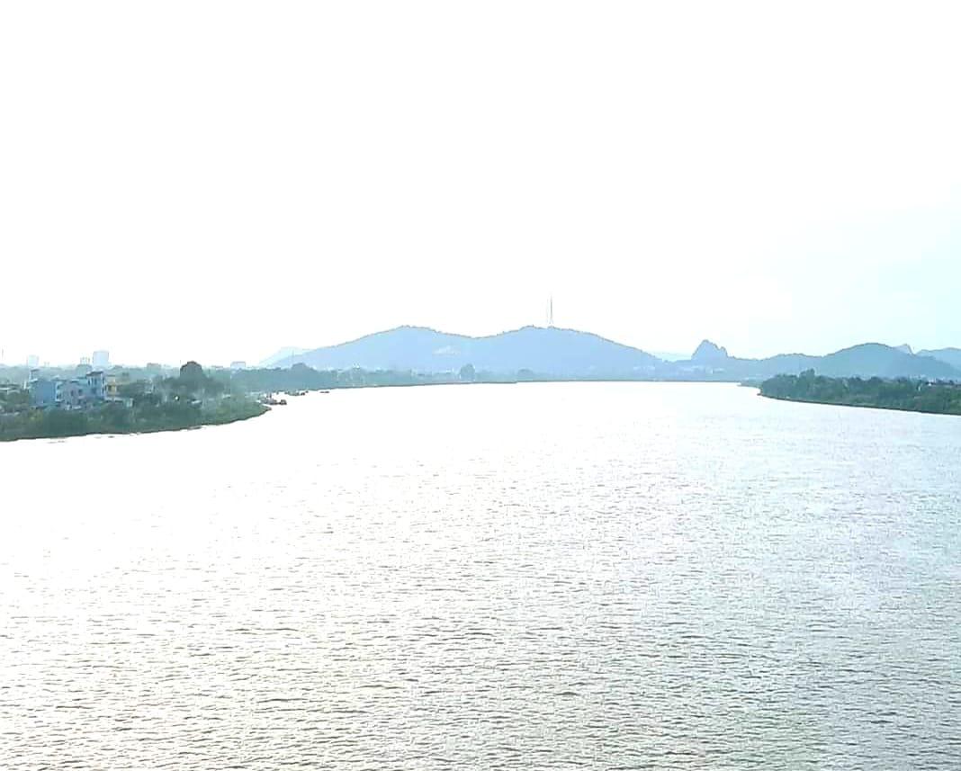 https://media.doisongphapluat.com/684/2020/11/18/ngoi-lang-co-ben-dong-song-ma-co-hang-tram-giao-su-tien-si-su-hoc-van-ngay-dem-cuon-chay-dspl-2.jpg