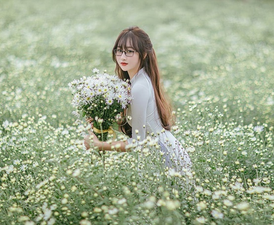 Cô giáo Bắc Giang xinh đẹp tựa thiên thần trong bộ ảnh lưu giữ khoảnh khắc thanh xuân - Ảnh 1