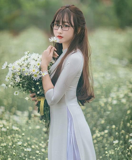 Cô giáo Bắc Giang xinh đẹp tựa thiên thần trong bộ ảnh lưu giữ khoảnh khắc thanh xuân - Ảnh 2