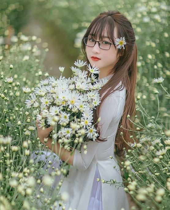 Cô giáo Bắc Giang xinh đẹp tựa thiên thần trong bộ ảnh lưu giữ khoảnh khắc thanh xuân - Ảnh 3