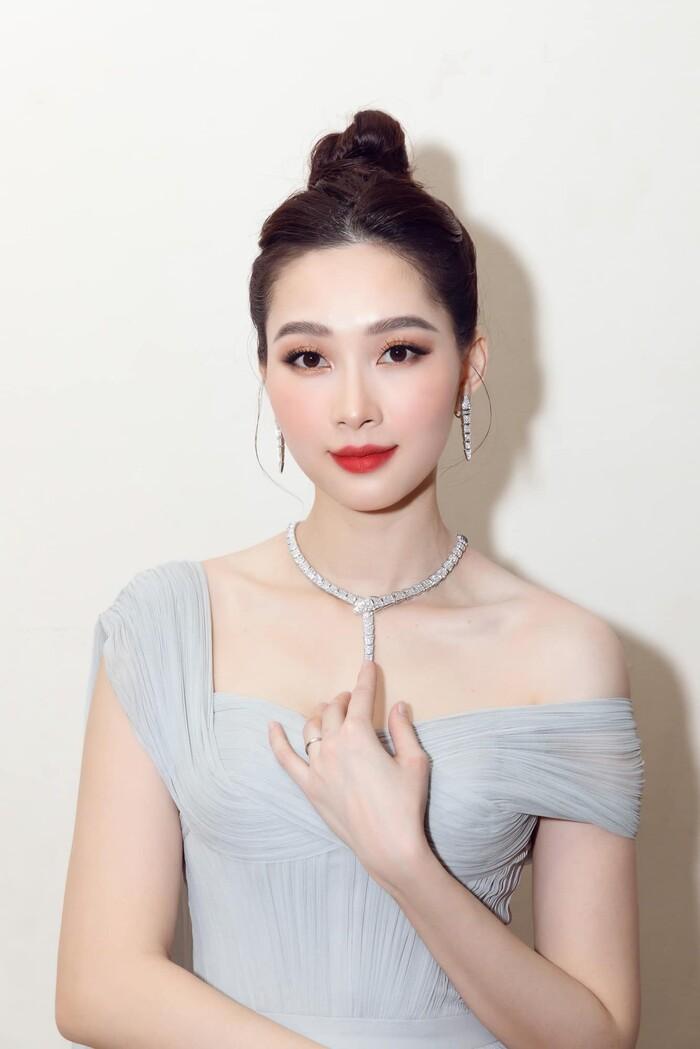 Lâu lâu tái xuất 1 lần, Hoa hậu Đặng Thu Thảo chiếm trọn spotlight với nhan sắc đỉnh cao cùng thần thái sang chảnh - Ảnh 1