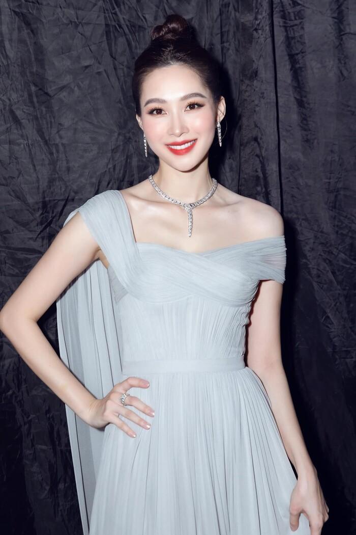 Lâu lâu tái xuất 1 lần, Hoa hậu Đặng Thu Thảo chiếm trọn spotlight với nhan sắc đỉnh cao cùng thần thái sang chảnh - Ảnh 2