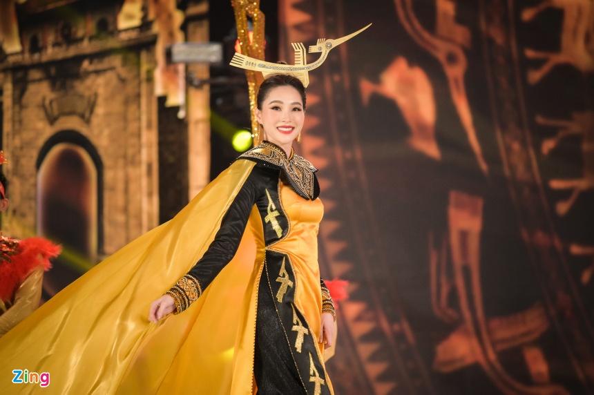 Lâu lâu tái xuất 1 lần, Hoa hậu Đặng Thu Thảo chiếm trọn spotlight với nhan sắc đỉnh cao cùng thần thái sang chảnh - Ảnh 5