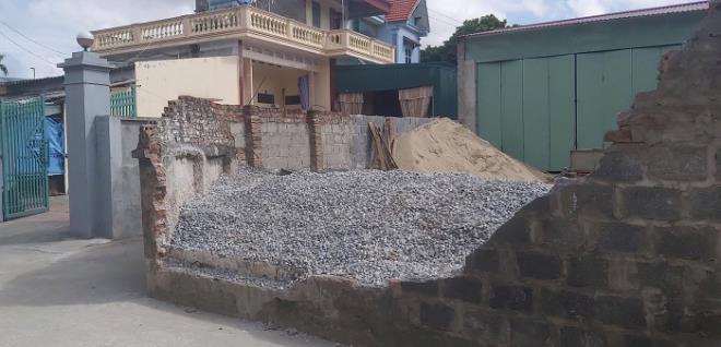 Thái Bình: Nữ sinh lớp 6 bị tường đổ đè lên người tử vong - Ảnh 1