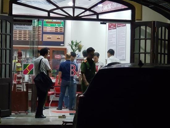 """Vụ cướp ngân hàng ở Đồng Nai: Kẻ bịt mặt xông vào hô to """"Lựu đạn đây, tiền để đâu?"""" - Ảnh 3"""