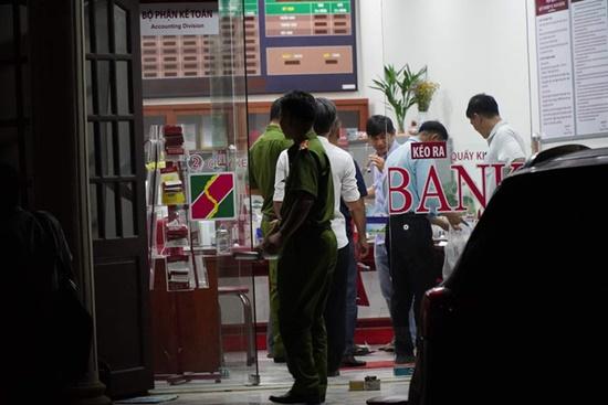 """Vụ cướp ngân hàng ở Đồng Nai: Kẻ bịt mặt xông vào hô to """"Lựu đạn đây, tiền để đâu?"""" - Ảnh 4"""