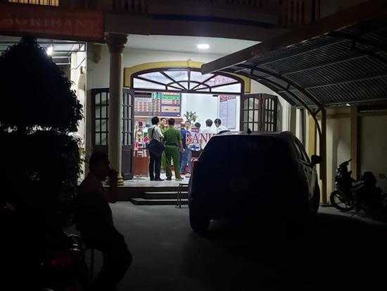 """Vụ cướp ngân hàng ở Đồng Nai: Kẻ bịt mặt xông vào hô to """"Lựu đạn đây, tiền để đâu?"""" - Ảnh 6"""