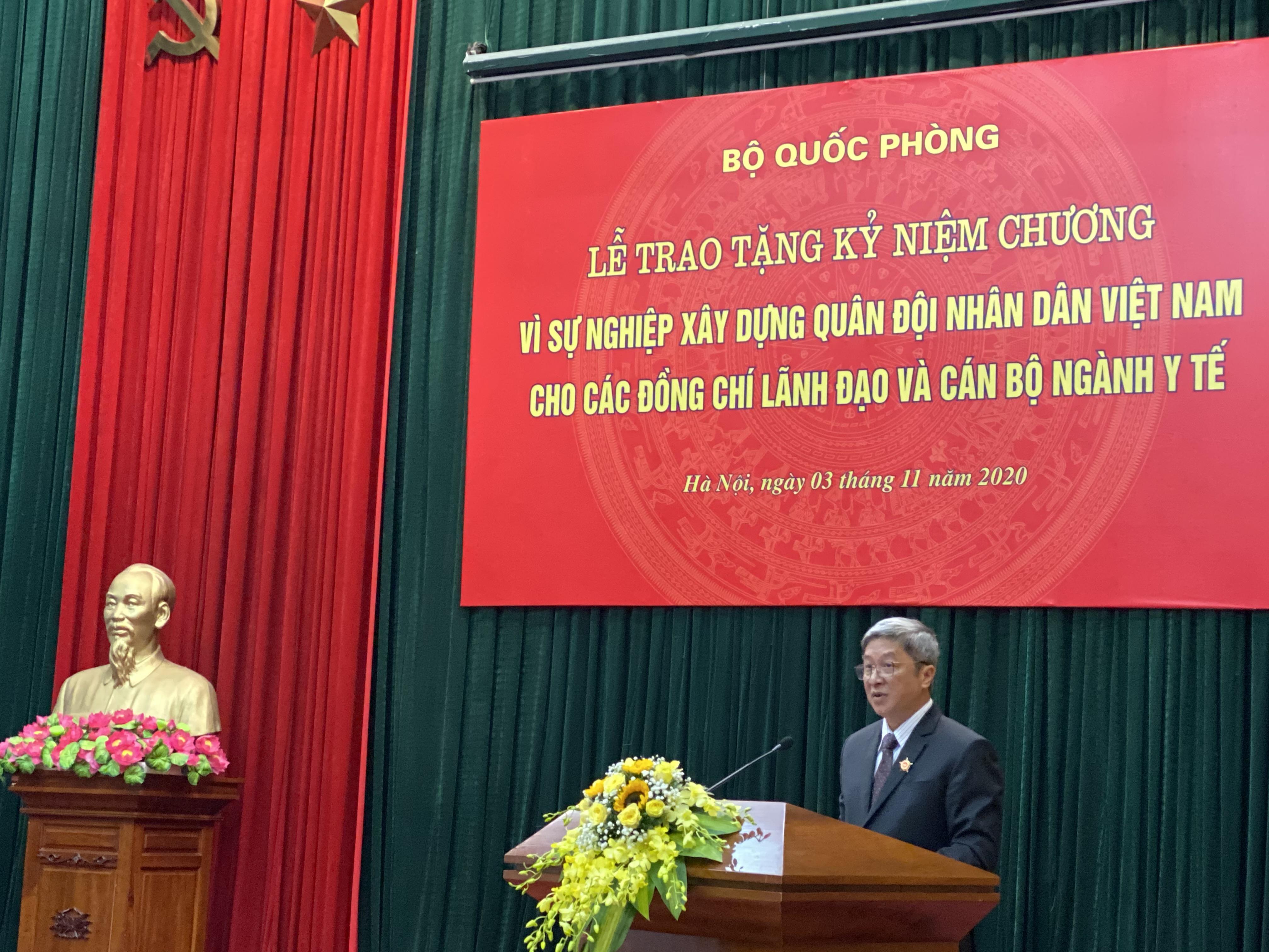 """Trao tặng Kỷ niệm chương """"Vì sự nghiệp xây dựng Quân đội nhân dân Việt Nam"""" - Ảnh 2"""