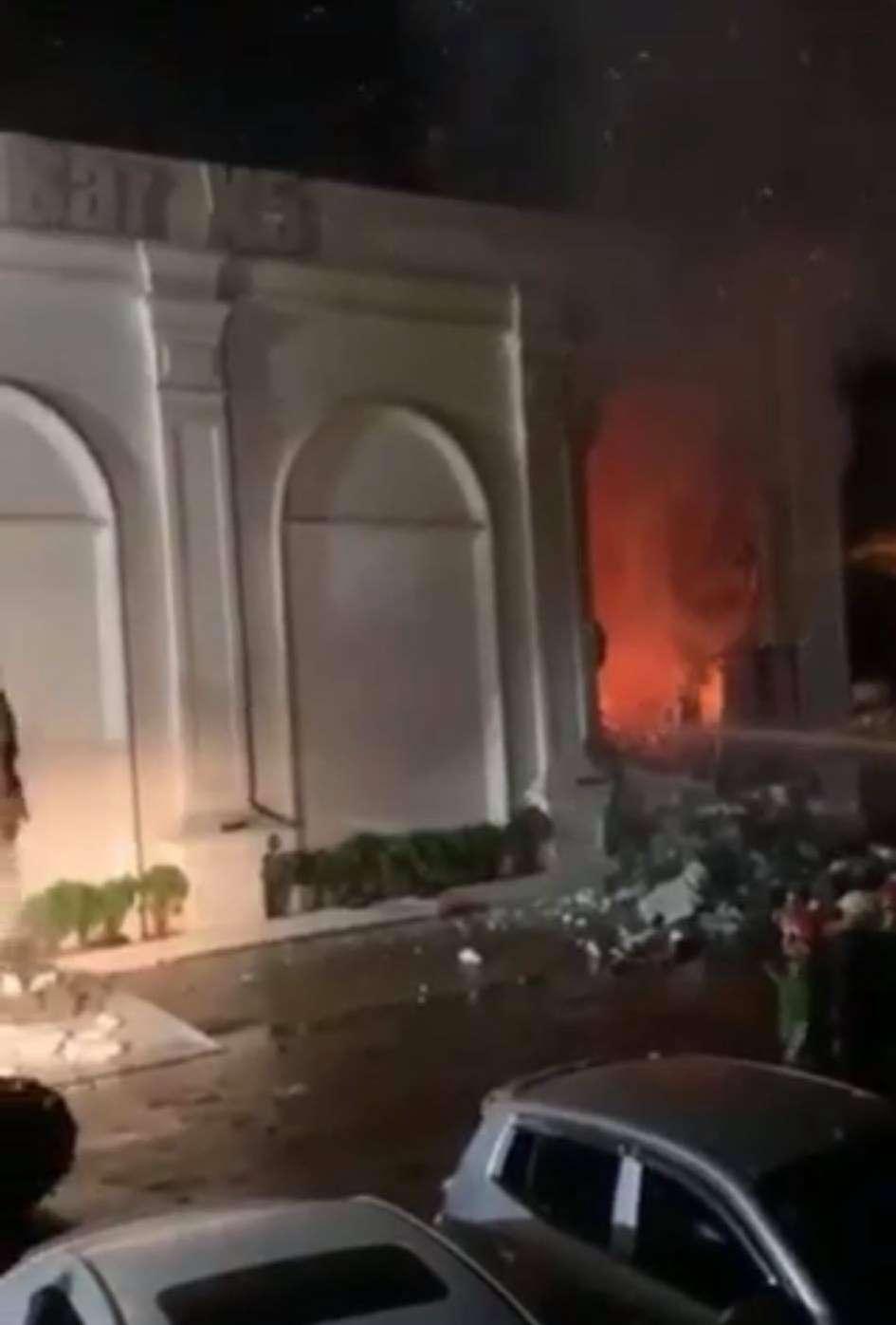Hiện trường vụ cháy kinh hoàng quán bar X5 ở Vĩnh Phúc, 3 cô gái trẻ tử vong - Ảnh 5