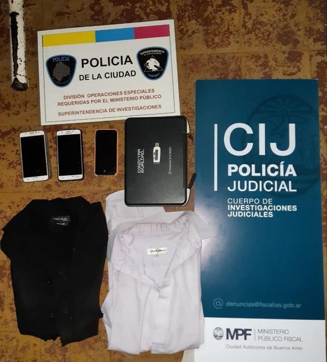 Cảnh sát thu được những gì tại nhà 3 kẻ chụp ảnh bên thi thể của Maradona? - Ảnh 2