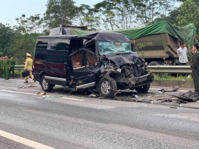 Xe Limousine tông ô tô đầu kéo trên cao tốc: Nữ cán bộ Tỉnh ủy Yên Bái tử vong - Ảnh 1