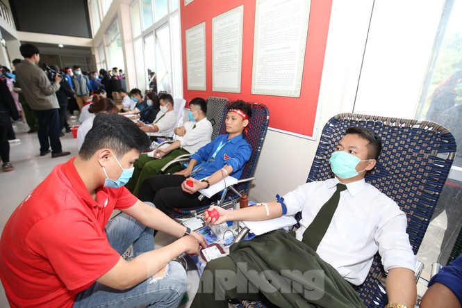 Hàng nghìn người tham gia hiến máu tại ngày hội Chủ nhật Đỏ - Ảnh 3