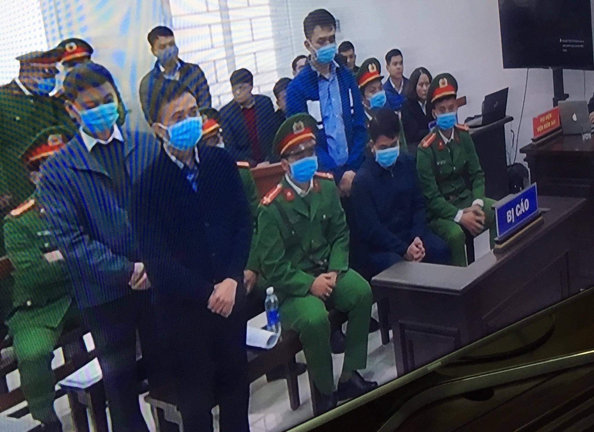 Thẩm phán Trương Việt Toàn nói gì về việc bắt tay bị cáo Nguyễn Đức Chung? - Ảnh 2