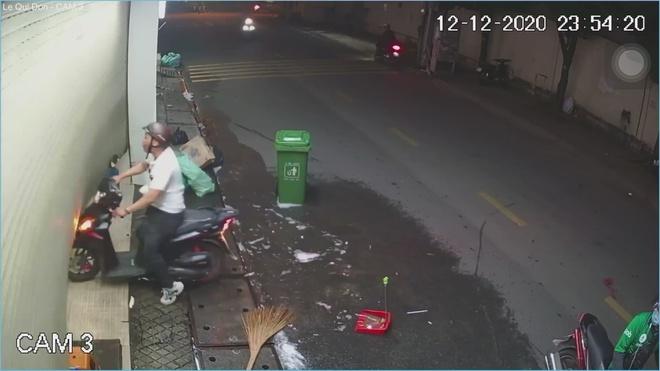Vụ cô gái bị đánh đập dã man ở TP.HCM giữa đêm khuya: Truy tìm gã đàn ông vũ phu - Ảnh 2