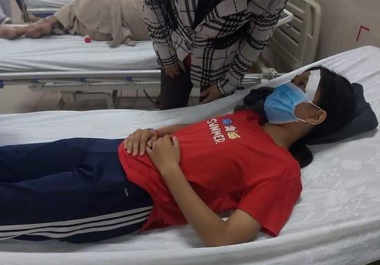 Vụ nữ sinh lớp 7 bị đánh, đạp xuống mương sau va chạm giao thông: Công an vào cuộc điều tra - Ảnh 1