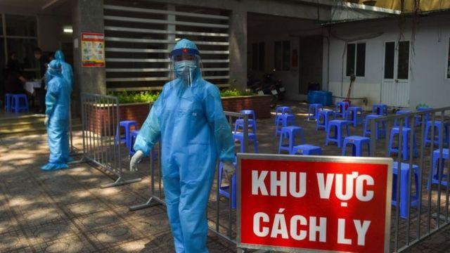 Cụ ông 73 tuổi và 2 người khác mắc COVID-19, Việt Nam có 1.405 bệnh nhân - Ảnh 1
