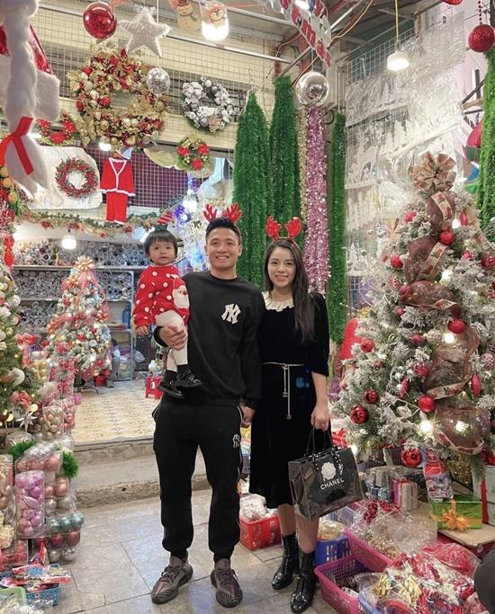 Khoe ảnh đón Noel vắng chồng, vợ Phan Văn Đức khiến dân tình xôn xao - Ảnh 4