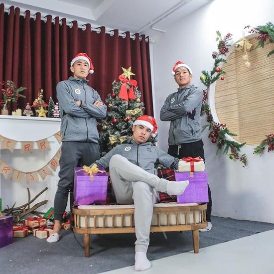 Khoe ảnh đón Noel vắng chồng, vợ Phan Văn Đức khiến dân tình xôn xao - Ảnh 5