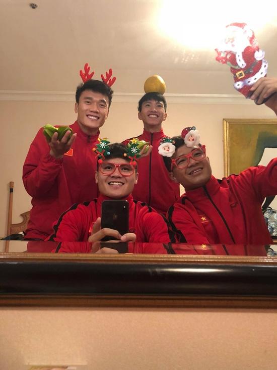 Khoe ảnh đón Noel vắng chồng, vợ Phan Văn Đức khiến dân tình xôn xao - Ảnh 6