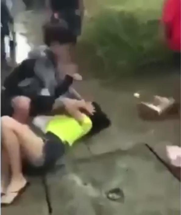 Làm rõ vụ 2 nữ sinh bị đánh dã man trên đường - Ảnh 1