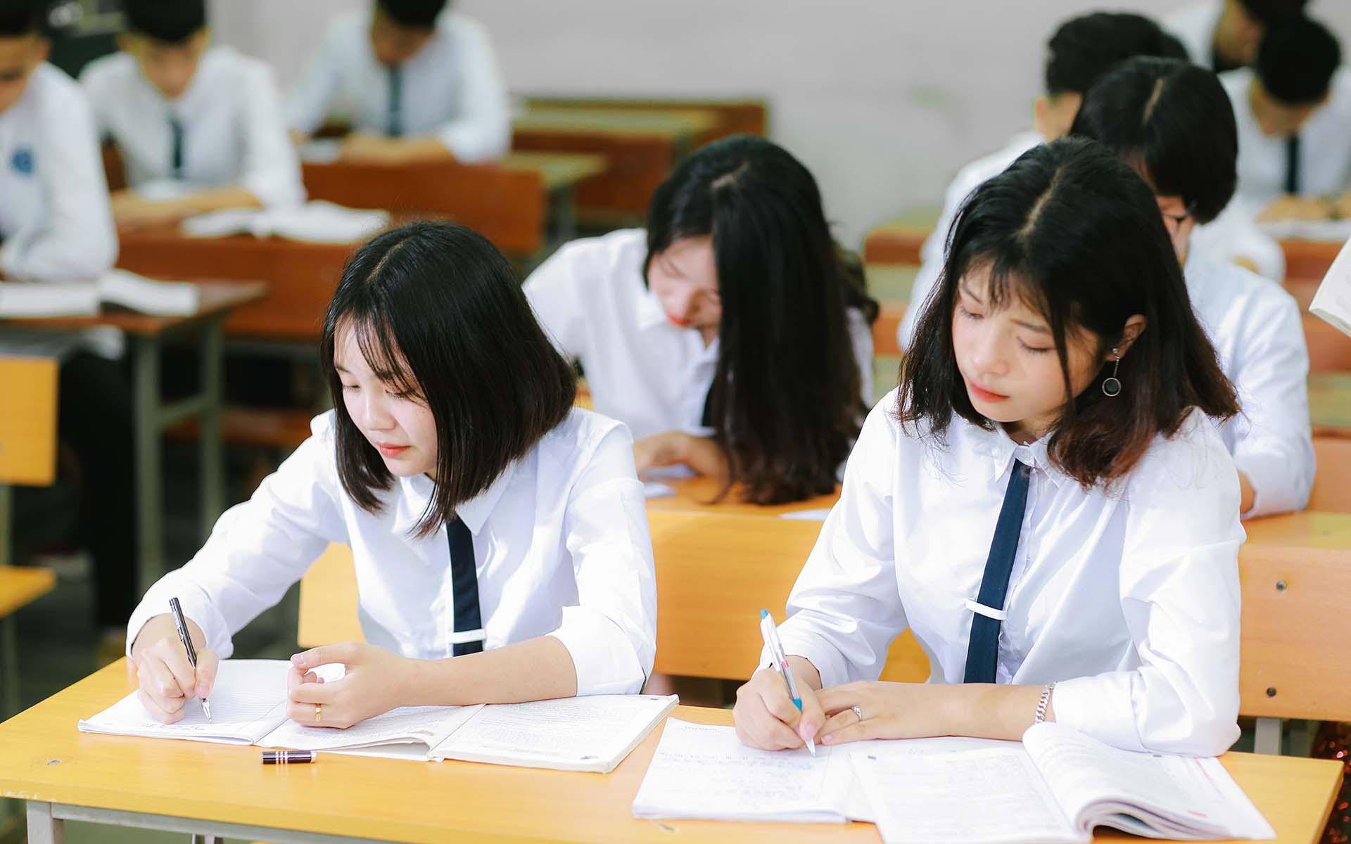 Vì sao Quảng Ngãi bất ngờ thu hồi 3,5 tỷ đồng khen thưởng học sinh? - Ảnh 1