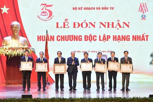 Thủ tướng Nguyễn Xuân Phúc: Làm sao để giàu trước khi già thay vì già trước khi giàu - Ảnh 4