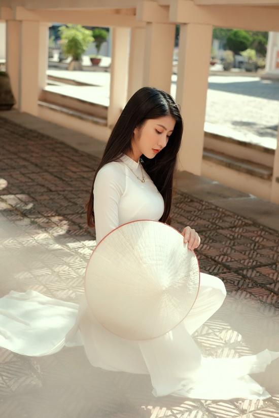 """Nữ sinh Ninh Bình diện áo dài trắng đẹp tựa tiểu tiên nữ, biết bao chàng phải """"đổ gục"""" - Ảnh 1"""